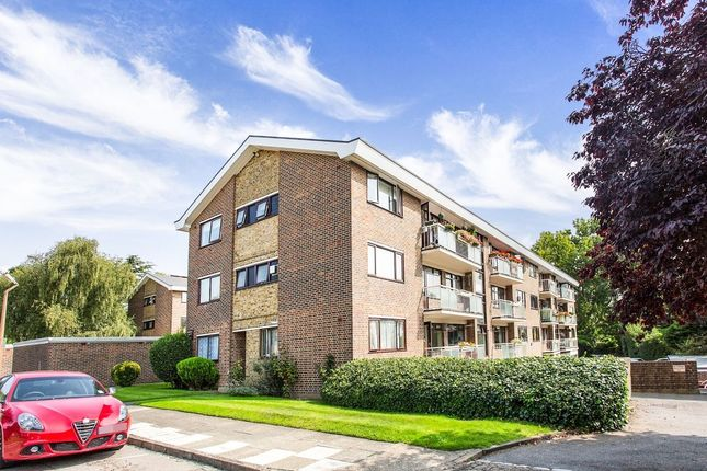 Thumbnail Flat to rent in Greenacres, London
