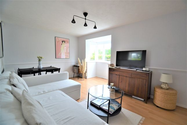 Thumbnail Flat for sale in Campbell Gordon Way, London