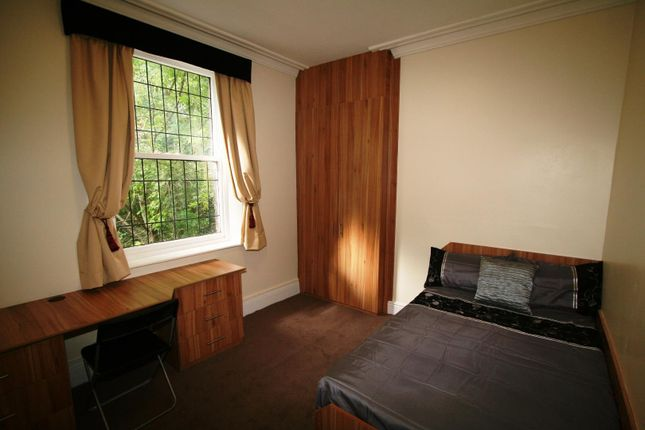 Thumbnail Flat to rent in Flat 2, 3 Victoria Road, Hyde Park