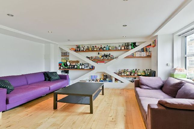 2 bed flat to rent in Leathermarket Street, London