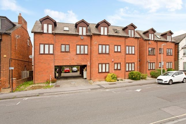1 bed flat to rent in Lincoln Court, Newbury RG14