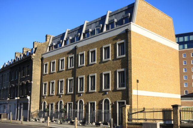 Thumbnail Town house for sale in Courtyard Terrace, Greenwich