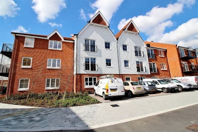 Thumbnail Flat to rent in Mere Road, Dunton Green, Sevenoaks