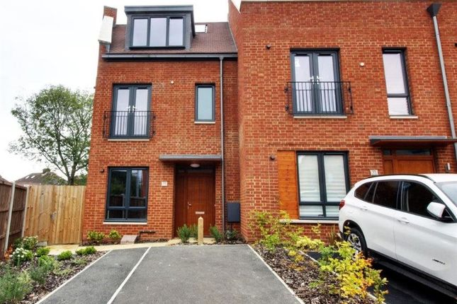 Thumbnail Property to rent in Green Close, Brookmans Park, Hatfield