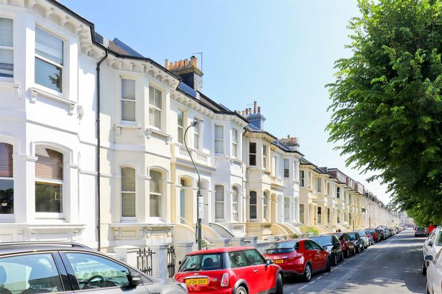 Thumbnail Flat for sale in Seafield Road, Hove