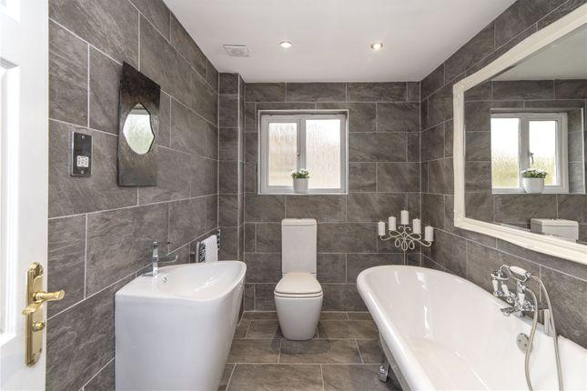Bathroom of Douglas Avenue, Airth, Falkirk FK2