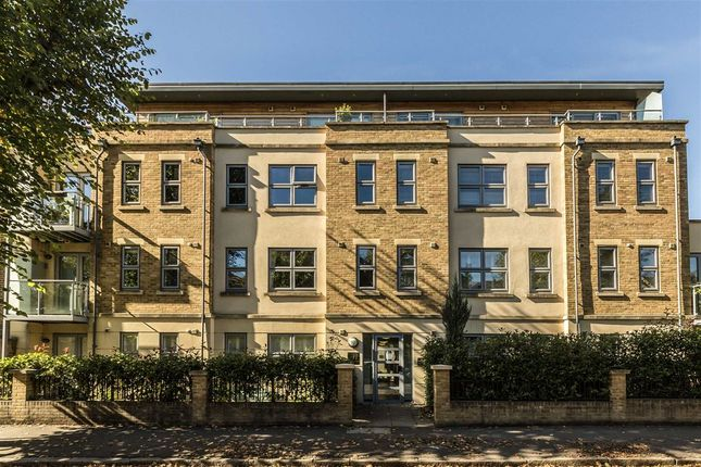 Thumbnail Flat to rent in Beaumont Road, London