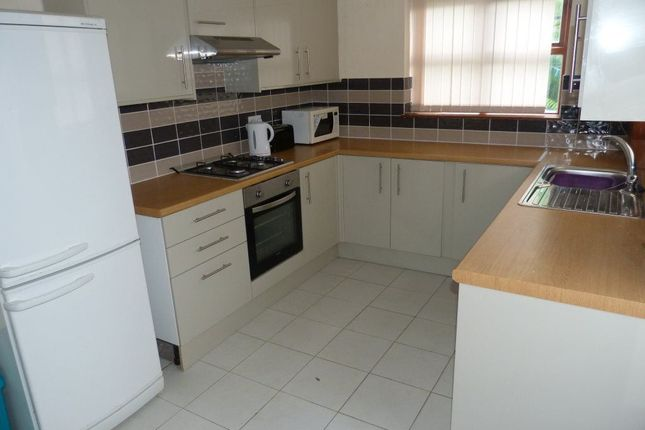 Thumbnail Flat to rent in Glenroy Street, Roath, ( 5 Beds )