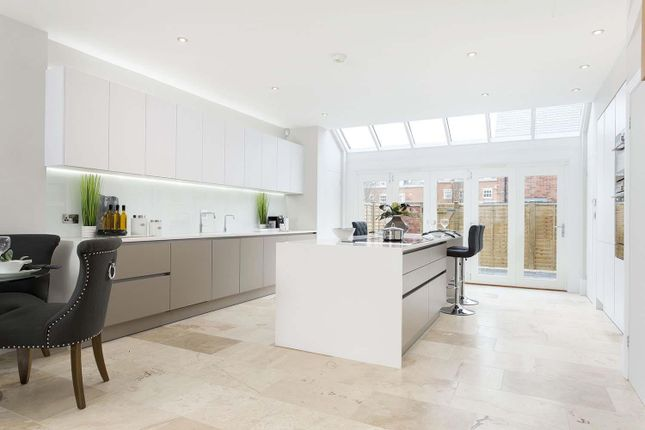 Thumbnail Town house for sale in West Street, Warwick