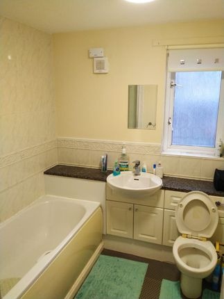 Flat to rent in Waverley Crescent, Livingstone