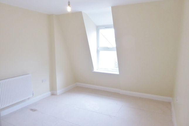 2 bedroom flat to rent in London Road, Tooting