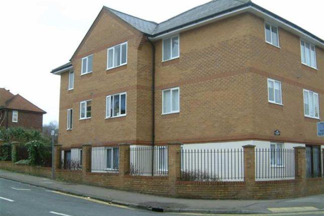 Thumbnail Flat to rent in Alexandra Road, Hemel Hempstead