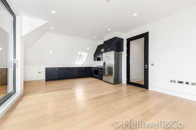 2 bed flat to rent in Elm Avenue, Ealing, London