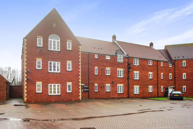 Thumbnail Flat for sale in Hawks Rise, Yeovil