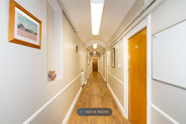 Room to rent in Devonshire Street, London