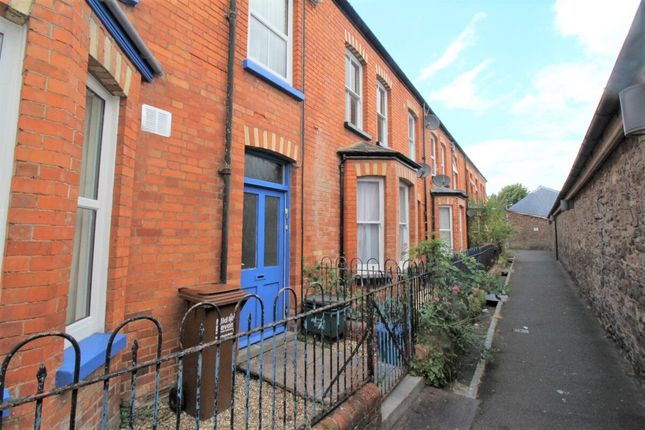 2 bed flat to rent in Market Terrace, Tiverton EX16