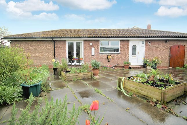 4 bed bungalow to rent in Burton Fields Road, Stamford Bridge, York YO41