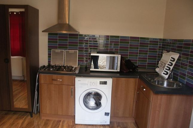 Thumbnail Flat to rent in Bourn Avenue, Uxbridge UB8, Uxbridge,