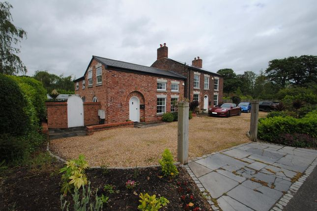 Thumbnail Cottage to rent in Massey Hall Cottage, Weaste Lane, Thelwall, Warrington