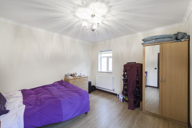 Thumbnail Flat for sale in Settles Street, London