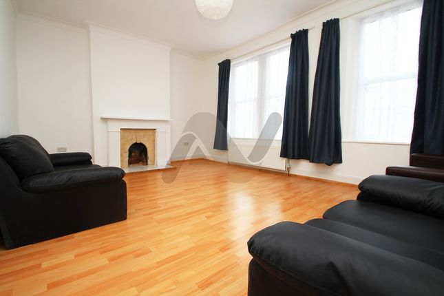 Thumbnail Triplex to rent in Beatrice Road, Finsbury Park