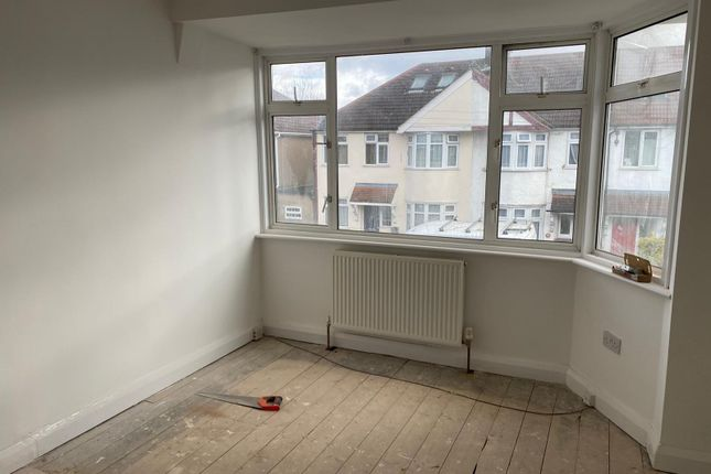 Thumbnail Terraced house to rent in Sunningdale Avenue, Feltham