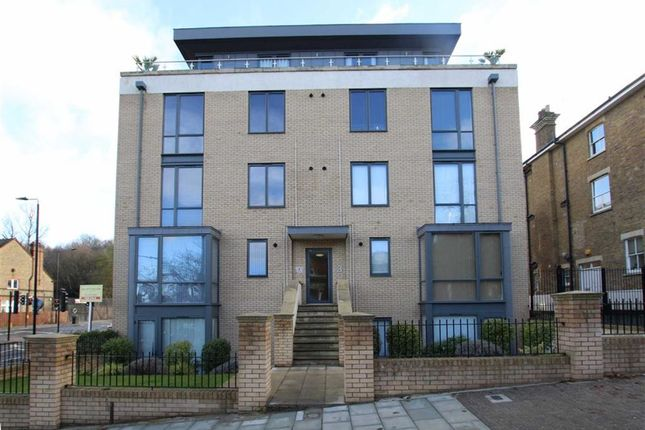 2 bed flat for sale in Alton Road, London