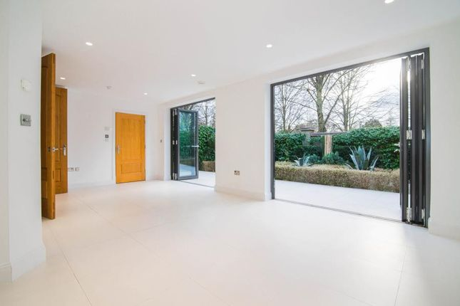 Thumbnail Town house to rent in Barker Close, Kew, Richmond