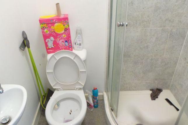 Bathroom of Sunbridge Road, Bradford BD1