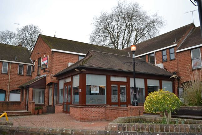 Thumbnail Flat to rent in North Bar Street, Banbury