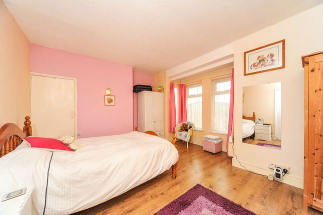 Master Bedroom of Hedon Road, Hull, East Yorkshire HU9