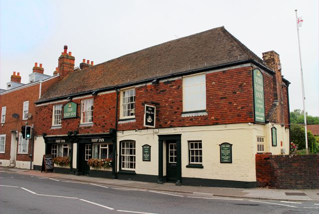 Thumbnail Pub/bar for sale in Ospringe Street, Faversham