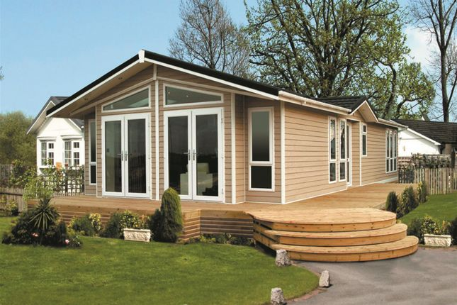 2 bed mobile/park home for sale in Spring Park, London Road, Shadingfield, Beccles
