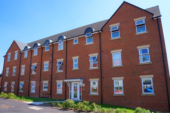 Thumbnail Flat for sale in Cloatley Crescent, Royal Wootton Bassett