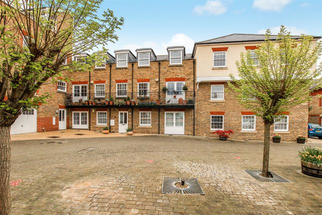 2 bed flat for sale in Manor Street, Berkhamsted
