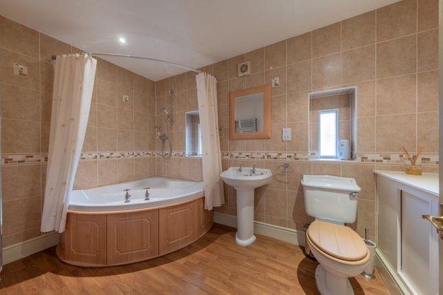 Family Bathroom of Sheaf Farm Court, Platts Lane, Hockenhull, Tarvin, Chester CH3