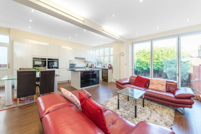 Thumbnail Property to rent in Woodstock Road, Golders Green