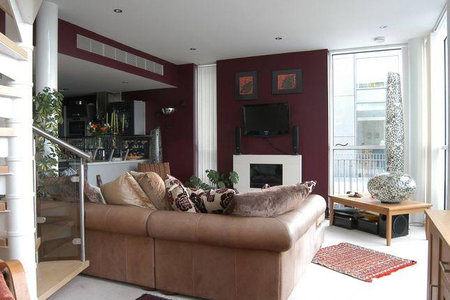 Thumbnail Flat to rent in Western Gateway, Royal Docks