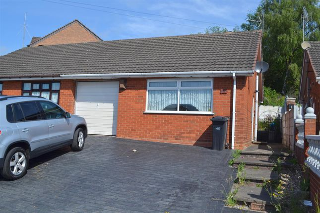 1 bed semi-detached bungalow to rent in Sandstone Close, Dudley DY3