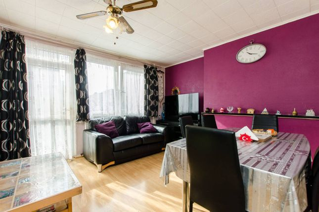 Thumbnail Maisonette for sale in Massingham Street, Stepney