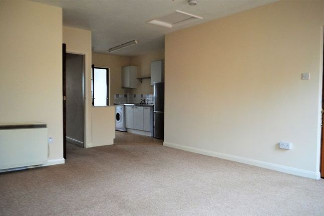 Photo 6 of 2 Bedroom Flat, Vicarage Lawn, Barnstaple EX32