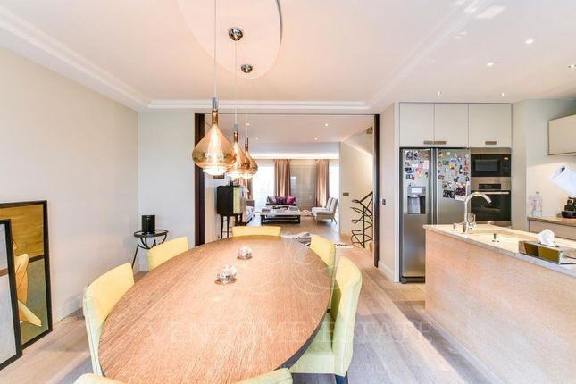 Kitchen of 75016 Paris, France