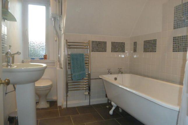 157 Great Northern Road − Bathroom