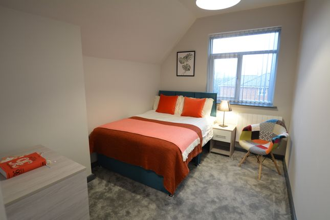 Thumbnail Shared accommodation to rent in Knowsley Street, Bury