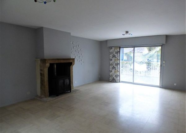 Properties for sale in dreux commune dreux eure et for Location garage dreux
