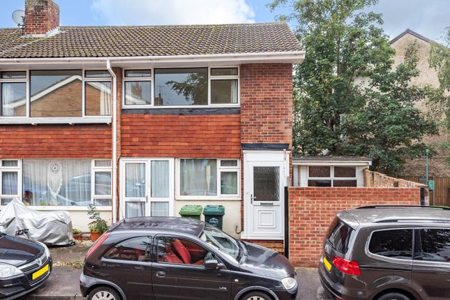 Thumbnail Flat to rent in Cliveden Place, Shepperton