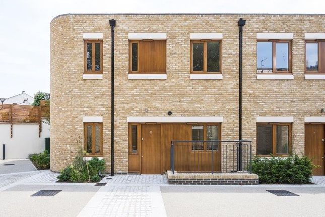 Thumbnail Mews house to rent in Meadow Road, London