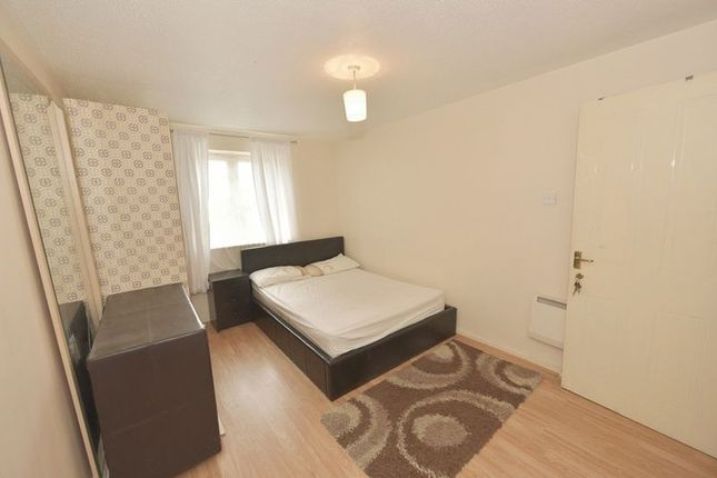 Room to rent in Winter Lodge, Fern Walk, London