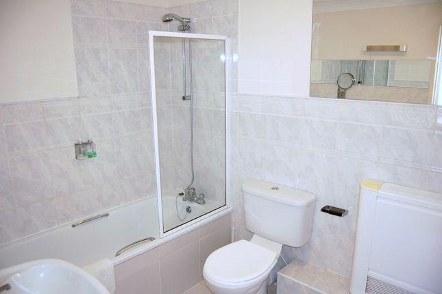 Room 5 Ensuite of Moniton Estate, West Ham Lane, Basingstoke RG22