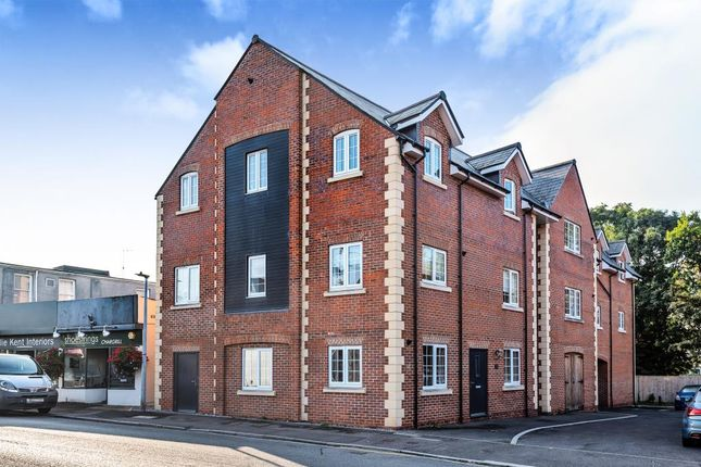 2 bed flat for sale in Chippenham, Wiltshire SN14